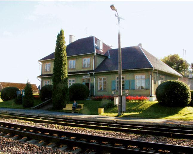 File:Kaarepere_raudteejaam.jpg