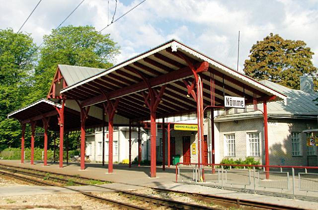 File:Nõmme_raudteejaam.jpg