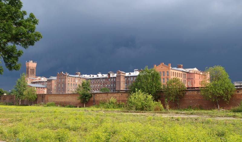 File:Narva_Kreenholm.jpg